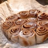 [🍁🍂GOURMANDISE AUTOMNALE]   Dur dur de ne pas saliver à la vue de cette pâtisserie carrément appétissante! Finalement c'est un peu l'effet qu'on a quand on utilise nos petits sachets parfumés... De la gourmandise à l'état pur! 🍮🍦🥮  #patisserie #gourmandise #gateau #bakery #lovefood #foodporn #rememberwhen #canelle #bridgewatercandles #sachetparfume #scentedsachet  📷@bolovtsova