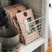 💍TIME AFTER TIME : un délicat parfum de bergamote, de jasmin, d'iris, le tout couronné par une note de santal, d'ambre et de caramel... de quoi nous donner envie de dire oui! #bridgewatercandles #bougie #bougieparfumee #sachet #sachetparfume #scentedsachet #candles #candleaddict #mode #influenceuse #cocooning #fragrance #bougiesaddict #bougieparfumee #homefragrance #decoration #blogueusemode #homesweethome #bergamotte #jasmin #pivoine #santal #wedding #mariage #weddingplanner 📷@pimprenelle2caps