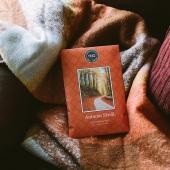 [AUTUMN STROLL]   Et voilà! L'automne est bien là! 🍂🍁 notre saison préférée pour cocooner à la maison bien au chaud sous son plaid!   #automne #autumn #autumnstroll #sachet #sachetparfumé #plaid #cocoon #cocooning